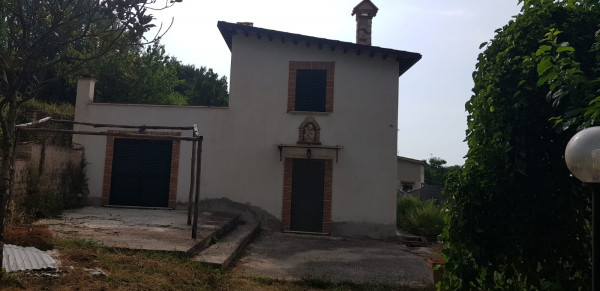 Villa in vendita a Palombara Sabina, Palombara Sabina, Con giardino, 85 mq