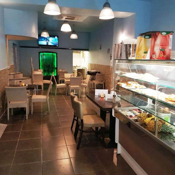 Locale Commerciale  in vendita a Genova, Arredato, 200 mq