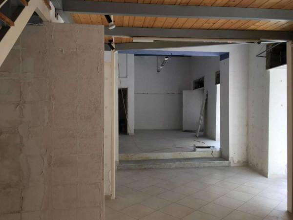 Locale Commerciale  in affitto a Sant'Anastasia, Centrale, 90 mq - Foto 2
