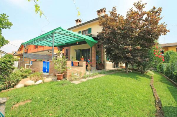 Villa in vendita a Cassano d'Adda, Groppello, Arredato, con giardino, 206 mq