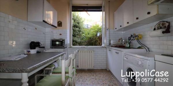 Appartamento in vendita a Siena, Con giardino, 86 mq