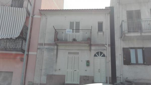 Casa indipendente in vendita a Sant'Agata di Militello, Semi-centrale, 80 mq