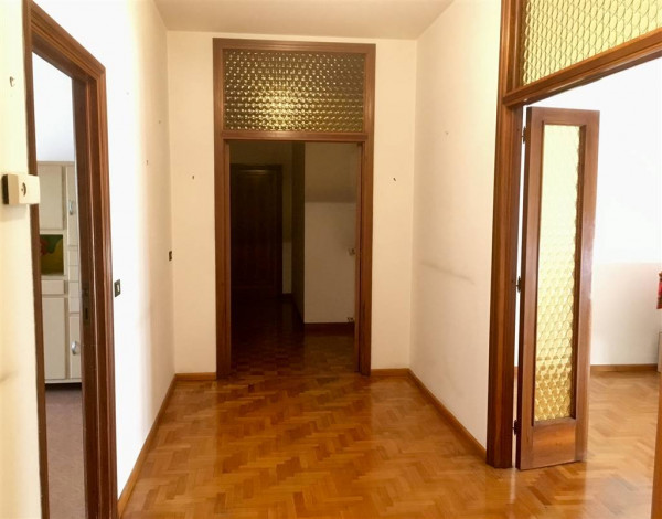Appartamento in vendita a Città di Castello, Limitrofo Centro Storico, Con giardino, 140 mq