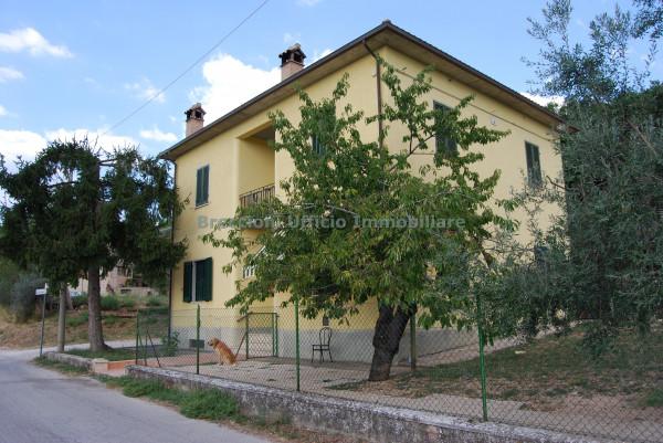 Casa indipendente in vendita a Trevi, Santa Maria In Valle, Con giardino, 200 mq