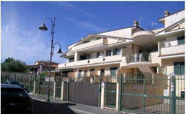 Villetta a schiera in vendita a Lariano, 104 mq