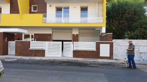 Locale Commerciale  in vendita a Capurso, 100 mq
