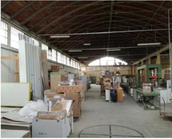 Capannone in vendita a Chiusi, Chiusi Scalo, 3300 mq