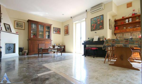 Appartamento in vendita a San Giorgio Ionico, Centrale, 95 mq
