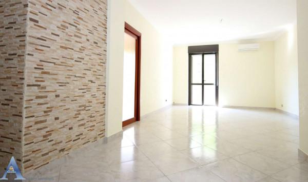 Appartamento in vendita a Taranto, Residenziale, Con giardino, 116 mq