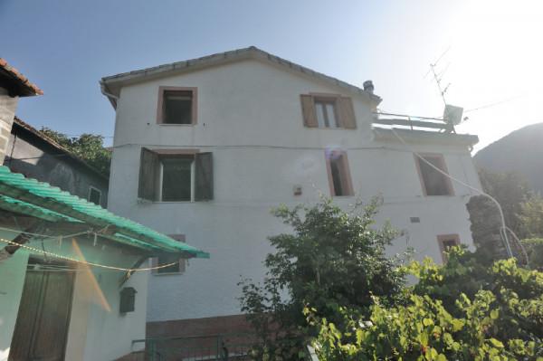 Casa indipendente in vendita a Sant'Olcese, Sant'olcese, Con giardino, 120 mq