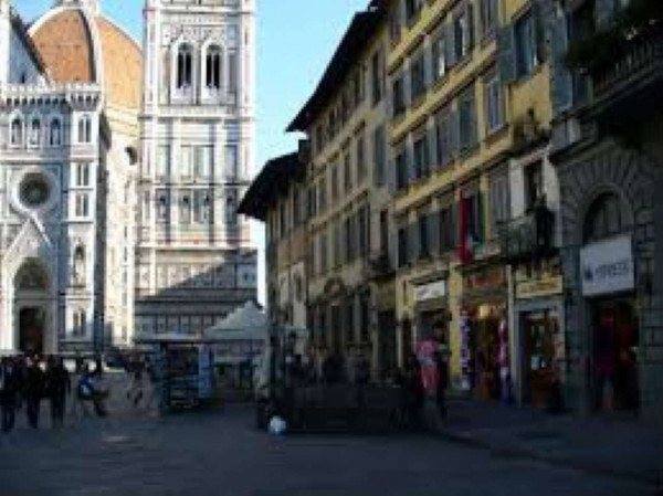 Locale Commerciale  in vendita a Firenze, 550 mq
