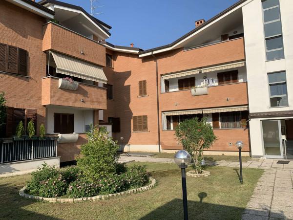 Appartamento in vendita a Caronno Pertusella, Con giardino, 60 mq