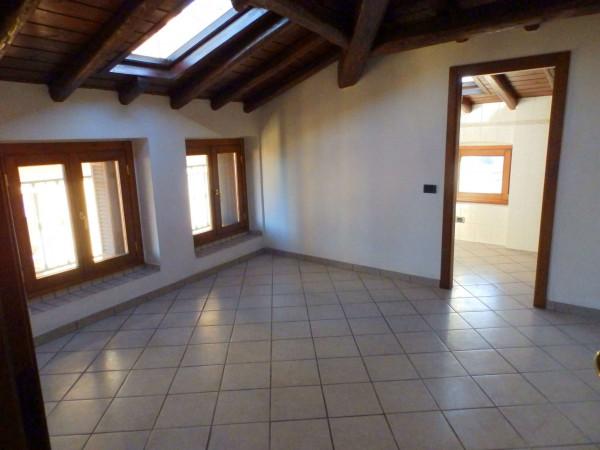 Appartamento in vendita a Renate, Centro, 80 mq