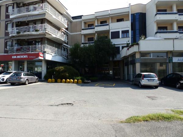 Negozio in vendita a Seregno, Stadio, 220 mq