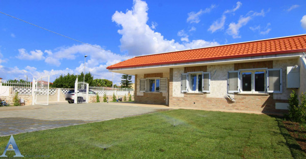 Villa in vendita a Taranto, Talsano, Con giardino, 90 mq