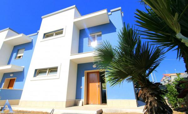 Villa in vendita a Taranto, Residenziale, Con giardino, 124 mq