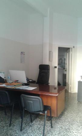 Negozio in vendita a Genova, 80 mq