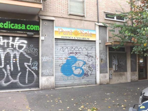 Negozio in vendita a Roma, San Paolo, 61 mq