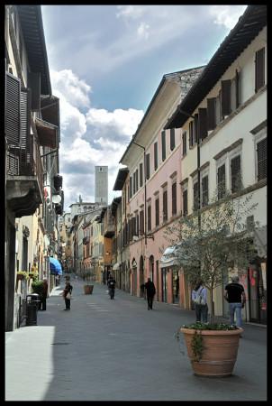 Locale Commerciale  in affitto a Spoleto, Centro Storico, 84 mq