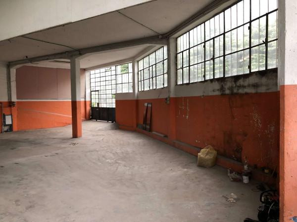 Capannone in vendita a Laveno-Mombello, Centro, 400 mq