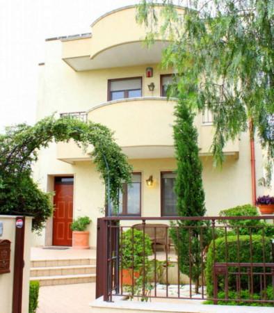 Villa in vendita a Taranto, Talsano, Con giardino, 168 mq