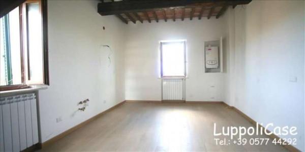 Appartamento in vendita a Siena, Con giardino, 80 mq