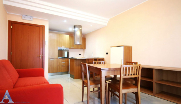 Appartamento in vendita a Taranto, Residenziale, Arredato, 57 mq