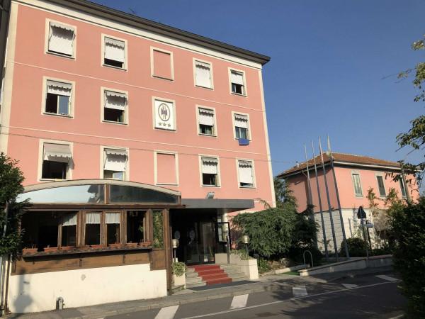 Locale Commerciale  in vendita a Tavazzano con Villavesco, Stazione, Con giardino, 900 mq - Foto 1