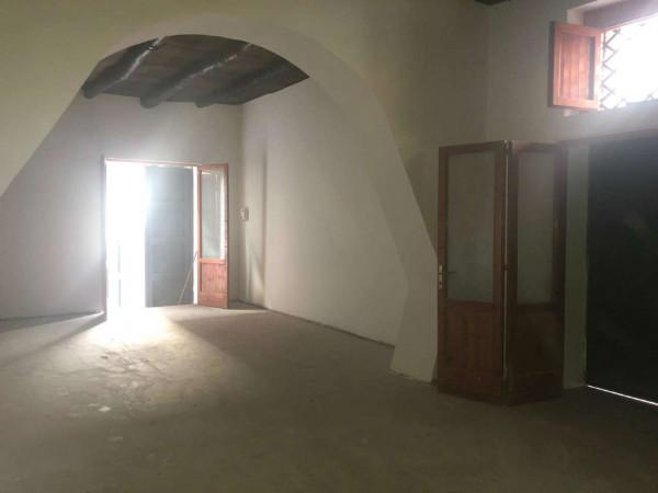 Locale Commerciale  in affitto a Pomigliano d'Arco, Centrale, 100 mq