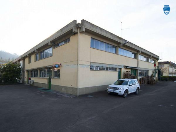 Capannone in affitto a Firenze, 810 mq