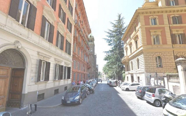Ufficio in vendita a Roma, Barberini, 105 mq