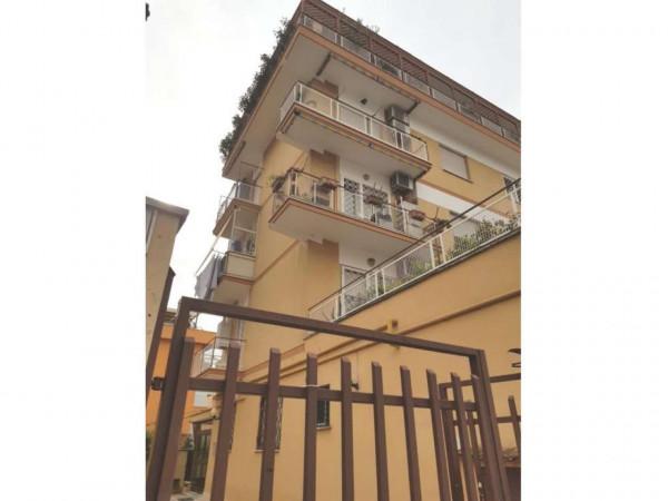Appartamento in vendita a Roma, Tuscolano, 80 mq