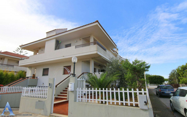 Villa in vendita a Taranto, Talsano, Con giardino, 162 mq