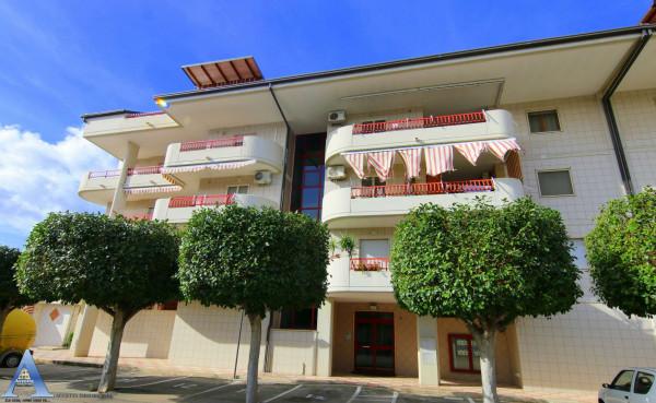 Appartamento in vendita a Taranto, Rione Laghi - Taranto 2, Con giardino, 118 mq