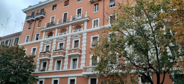 Negozio in vendita a Roma, San Giovanni, 78 mq