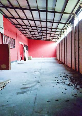 Capannone in vendita a Corsico, 650 mq