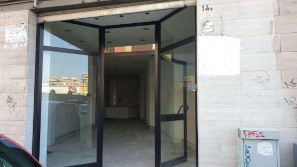 Locale Commerciale  in affitto a Bari, 360 mq