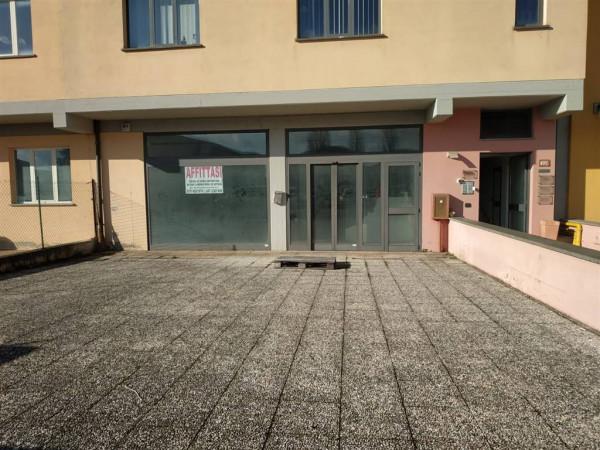Negozio in vendita a Città di Castello, Riosecco, 330 mq