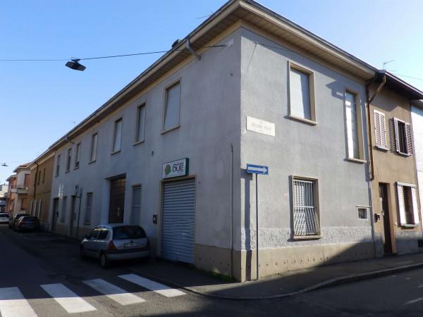 Negozio in vendita a Seregno, San Rocco, 52 mq