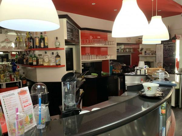 Locale Commerciale  in vendita a Solaro, Arredato, 55 mq