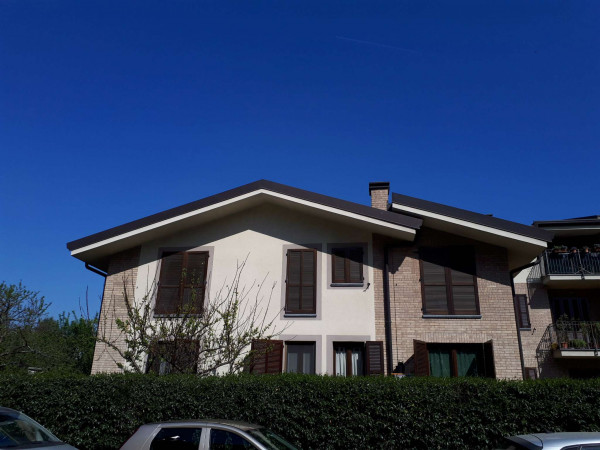 Appartamento in vendita a Caronno Pertusella, 80 mq