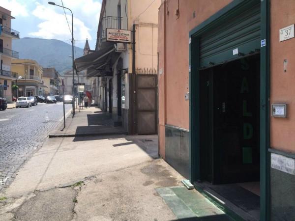 Locale Commerciale  in affitto a Sant'Anastasia, 90 mq