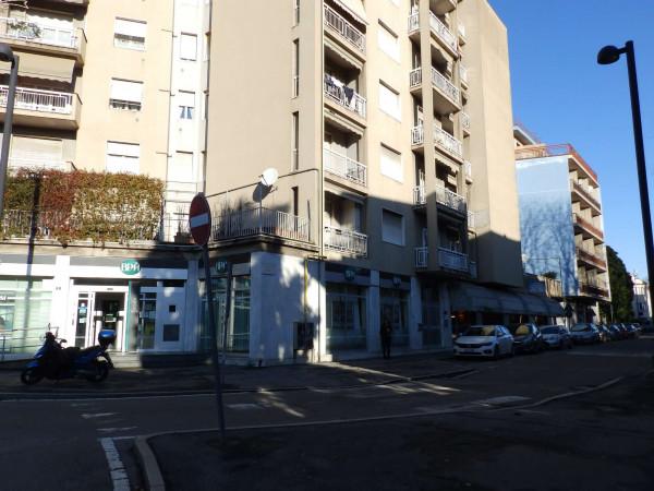 Negozio in vendita a Mariano Comense, Centro, 220 mq