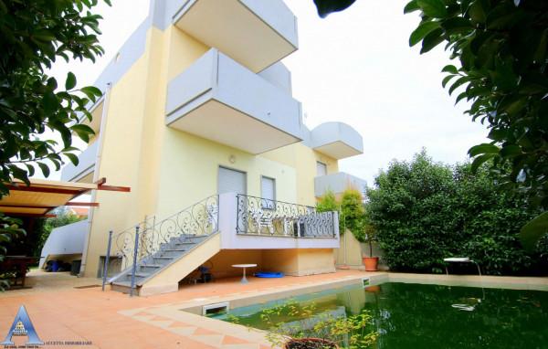 Villa in vendita a Taranto, Talsano, Con giardino, 178 mq