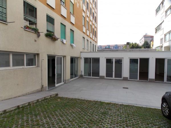 Locale Commerciale  in vendita a Milano, Via Montegani, Con giardino, 450 mq - Foto 9