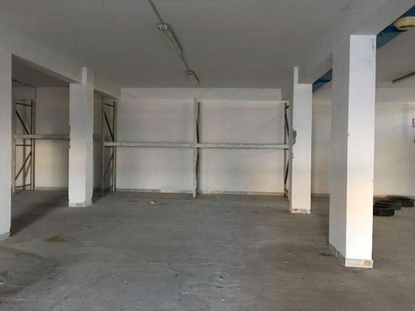 Locale Commerciale  in affitto a Sant'Anastasia, 400 mq