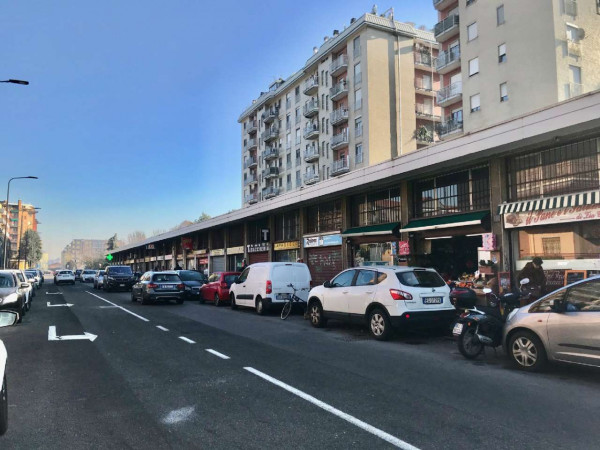 Negozio in vendita a Milano, Famagosta, 160 mq