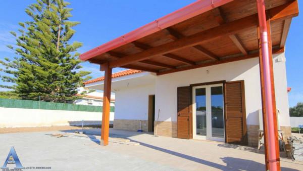 Villa in vendita a Taranto, Lama, Con giardino, 111 mq
