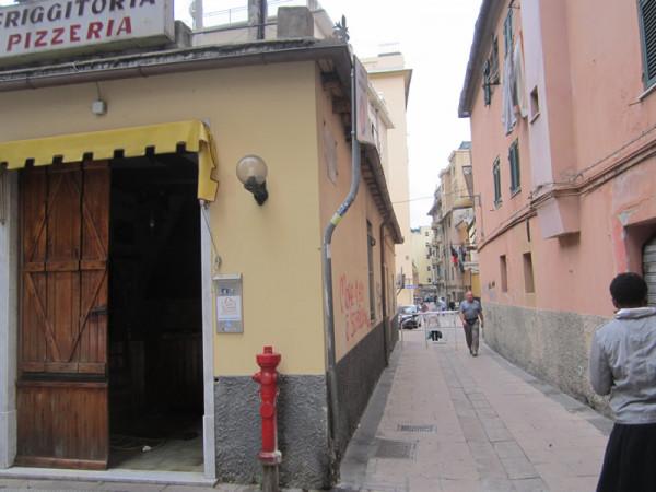Locale Commerciale  in vendita a Genova, Certosa, 51 mq
