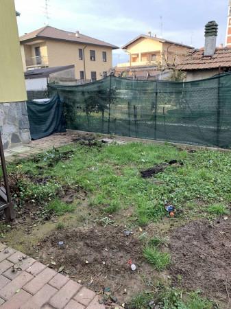 Appartamento in vendita a Garbagnate Milanese, Centro, Con giardino, 60 mq